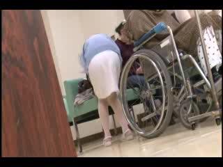 (ナァス)余りに激務でトイレに行く暇もなかったナァスが病院の待合室でしゃがみこんでしまった